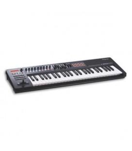 Foto a 3/4 do controlador MIDI Roland A-500PRO
