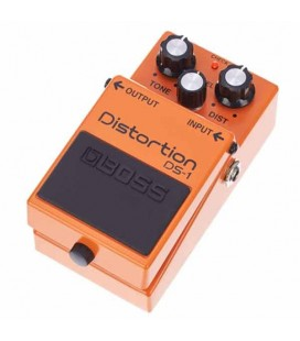 Pedal Boss DS-1 Distortion foto a 3/4 direita